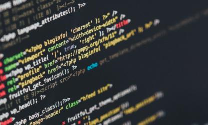 technisches SEO, Bildschirmanzeige auf Laptop mit Codes